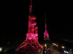 稲佐山には三つの電波塔が、ライトアップされています。