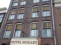 ルーアンからパリに出て、TGVでアムステルダムへ 公園と商店街に近くて便利な場所 今回はこの運河沿いの部屋だが、構造上、窓のない部屋がありそう
