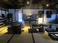 続けて民俗芸能伝承館に隣接する旧金子家住宅を見学しました。金子家は江戸時代は質屋兼古着屋として、明治時代は呉服卸売商を営んできたそうで、立派な土蔵がありました。