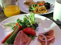 4日目です。 ヒルトンシドニー「glass brasserie」の朝食です。 もっといろいろありましたが、 毎度同じようなものしか食べずごめんなさい。。。 一品一品美味しゅうございました。