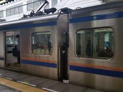特急の車両  筑紫は特急が止まらないので、急行で行くか、途中の二日市で各駅停車に乗り換えるかしなければなりません。