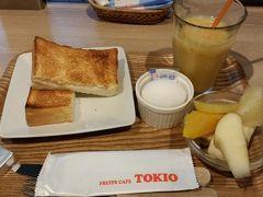 ランチの後のおやつタイム。イムズのB1「TOKIO」にて プリンセスランチ500円。