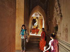 ティーローミィンロー寺院、バガン。 三人のミャンマー人女性と一人の日本人女性。 私が撮るこの回廊の写真にはこの四人の登場人物が必要である。 その事を寺院の仏様はちゃんと分かっていらっしゃって 偶然と言う時計の針を上手く計らって下さった様です。