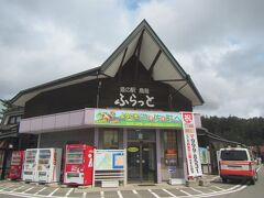 【道の駅『鳥海』 12:35頃】  国道7号線を北上して、秋田県境の遊佐町にある道の駅『鳥海』へ。 駅には海鮮浜焼きやラーメン店、蕎麦屋、パン屋など色んな 飲食店が揃い、辺りには浜焼きのイイ香りが漂います。