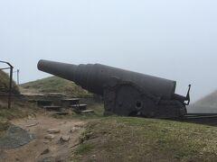 海の砲口を向けている大砲。