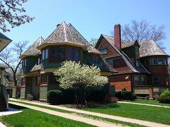 ライト邸から近いところにあるRobert P.Parker邸とThomas H.Gale邸。屋根が特徴的。