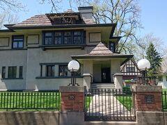 通りを挟んで向かいのEdward R.Hills/Decaro邸