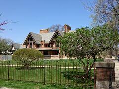 お隣のNathan G.Moore邸。広い敷地でした。