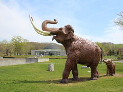 この記念館は1969年にこの近くで偶然発見されたナウマン象の軌跡とその雄姿を末永く後世に伝えるために1988年に建てられたものだそうです。