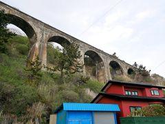 幻の鉄道路線旧戸井線のコンクリートアーチ橋 1937年着工,戦時下で9割がた路盤が完成したところで資材不足のため1943年に工事を中断.