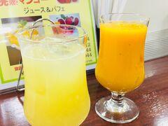 山形屋の地下、ジューススタンドさくらんぼ  マンゴジュースが一杯2000円! 美味しい!でもカットマンゴーにすれば良かったかも。  日向夏のジュースは500円くらい、とても良い香りで美味しかった!
