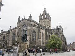 聖ジャイルズ大聖堂。 大きくてとても綺麗な教会です、ステンドグラスが素晴らしい。 内部で写真を撮るには支払いが必要なようでした。 ぜひ、内部を見学すべき。