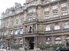 ノース橋の角にあるバルモラルホテル。 高級ホテルね。 お茶したかった・・・