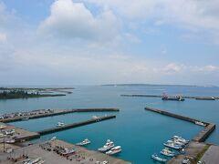 2日目始動です。 部屋から見える平良港。 この日も快晴です。