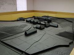 正面左側の建物が入口兼博物館となっており、2Fに修道院が建設された12世紀当時の模型が展示されています   http://www.villers.be/en