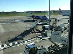 1hも飛ばないうちにエディンバラ空港に着いちゃいました。 ベルファストより寒いけど雲もなく快晴だなんてツイてます。