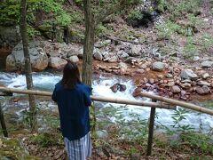 《松川渓谷》の渓流まできました。  川のせせらぎが、心を癒してくれます。