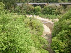 橋の上からは松川渓谷が眺められます。
