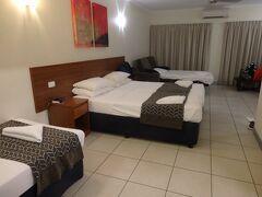 今朝予約した【Cairns Queenslander Hotel】無事到着。 4人1部屋をHotels.comの直前予約で8020円。コスパ最高~!!  【Cairns Queenslander Hotel】 https://www.cairnsqueenslander.com.au/