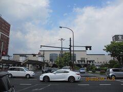 立派な駅じゃない。  有名なデパート天満屋も併設されていた。