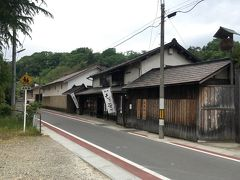有備館駅を出て左へ曲がり,100mほど歩くと右手に造り酒屋の建物が見えてきます.