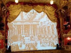 レジデンツ宮殿内のキュヴィリエ劇場 こじんまりとしていますが 美しく豪華な劇場でした