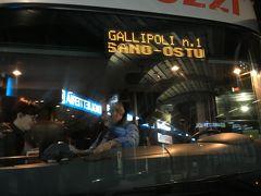 連れ姐さんは先にイタリア入りしていて、アルベロベッロで現地集合する計画。  私はローマに到着した日に夜行長距離バスでアルベロベッロに向かいました。チケットは日本でMarozzi社のサイトから予約して、チケットをプリントアウトして持っていきました。  ローマの空港で荷物を引き取ったのが20時前、空港で時間調整した後鉄道に乗り、ティブルティーナバスターミナルに着いたのは23時。バスが出発するのは24時です。  この日のバスターミナルは、老若男女荷物を持った人がわんさか。 バスも広くてきれいだったし、女性1人客も意外に多くて、結局安心安全平和だったけど、お勧めはしない。正直言って夜に女性1人で移動するのは不安。