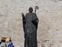 バーリの町の守護聖人、聖ニコラ。