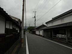 東萩駅で降りる予定でしたが、 途中のバスセンターで降りました。 その方が、萩の町を散策するのに近いから。  ところが、バスを降りた途端に、 無情の雨が降ってきました;;;