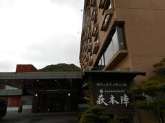 博物館を出るころになっても、 雨がまだ止まなかったので、 タクシーでホテルまで。1400円くらい。  本日のお宿は、萩本陣です。 お風呂が良さげなので、ここにしました。