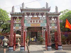 廣肇会館。 広州&廣肇出身者の集会所。 同じような建物に見えて目的が違う。