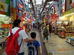 平和通り商店街を歩く。