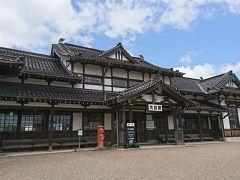 続いては旧大社駅へ歩いて行ってみます。  てくてく歩いて到着! なんか素敵な建物じゃないですか。 しかも無料で見学できます。