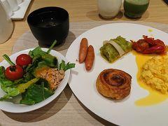 ホテルの朝ごはんです。 洋食派ですがしじみ汁があったのでいただきました。 美味しかった!