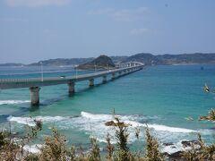 次にやってきたのは角島!!青い海が本当にきれいー!! 入りたい~! そして橋!! 大きい!