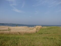 宍道湖。 島根はこんな綺麗な湖を有するとっても豊かな場所。。  「宍道湖グリーンパーク」という看板に導かれて、宍道湖の見える公園へ。 宍道湖をぼーっと眺めてから松江へ。