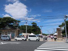 それでは、浜寺公園へ向かいます。 阪堺線の駅の向かいにありますが 本日はとっても賑やか! イベント中の様です。