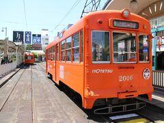 次のスポットは松山市駅。2000形。