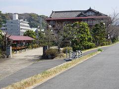 ●月見館@観月橋界隈  昭和初期からある料理旅館。 桃山温泉と謳ってあります。 「月見館」とは、素敵な名前ですね。