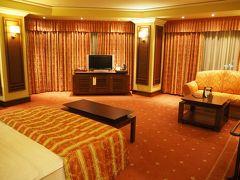 宿泊するホテルGrand Hotel Sofiaには日付が回る頃に到着。 広い部屋にテンション上がるが、もういい加減眠気もMAXなのでシャワー浴びて速攻で就寝...