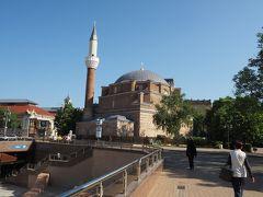 遺跡の北側にあるのは、バニャ・バシ・ジャーミア。 こちらはオスマン朝時代に建てられたモスク。 こちらは内部見学OKだったので見学。