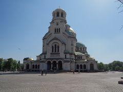 その後、アレクサンドル・ネフスキー大聖堂へ。こちらは広場の中心部にある世界最大級の正教会の聖堂だそう。 ちょうど聖歌隊の合唱が行われており、歌声を聴きながら内部の素晴らしい造形を楽しむ事が出来た。