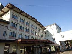 ここで3日目の行程を終え、宿のある川湯温泉へ。  宿泊先「川湯観光ホテル」は昭和の佇まい。