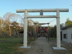 川湯神社。手水舎から温泉が流れています。