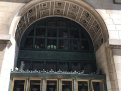 シカゴシアターにはシカゴに来た!って感じるためだけに行って、おそらく涼しいであろう文化センターに汗だくになりながら移動です。  それにしても、街中に人が多い。。。 なんでこんなに人がいるんだろう。。。