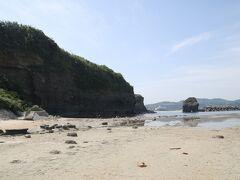 一帯は古くから「床浦」と呼ばれた景勝地だが、1872年に発生した浜田地震によって海底が約30cm隆起、千畳敷と断崖が融合した景観となった。