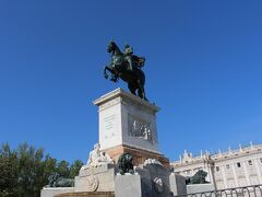 オリエンテ広場 彫刻像がたくさんありました~