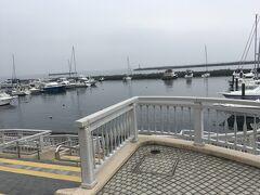 遊覧船サンレモに乗船するために、海辺の親水公園へ。