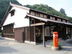 郵便局も景観を損ねない和風建築です。