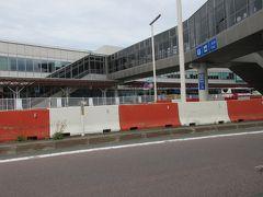 新千歳空港 (BLUE SKY 出発ロビー売店・ANA FESTA 千歳ロビー店でお土産買い) やはり まとめて買えるので 新千歳空港が便利です